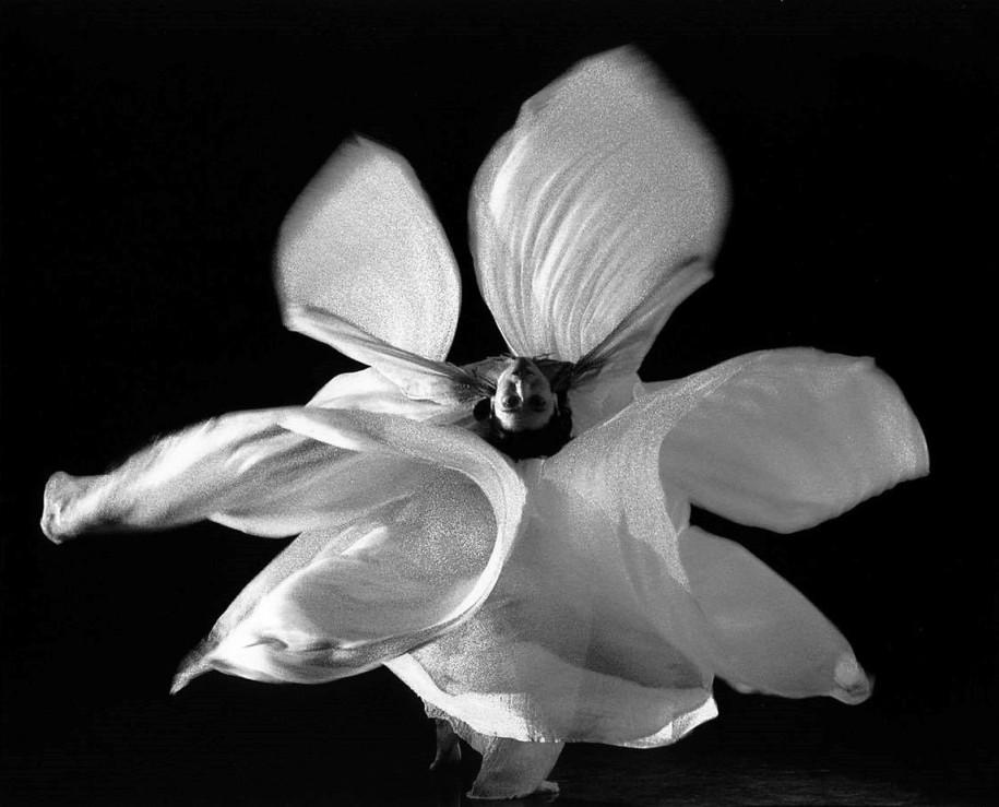 Une danse Loie Füller - Alba Scarletpost - La culture des idées
