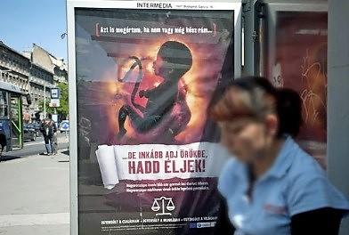 scarlet-la-culture-des-idees-publicite-anti-ivg-le-monde