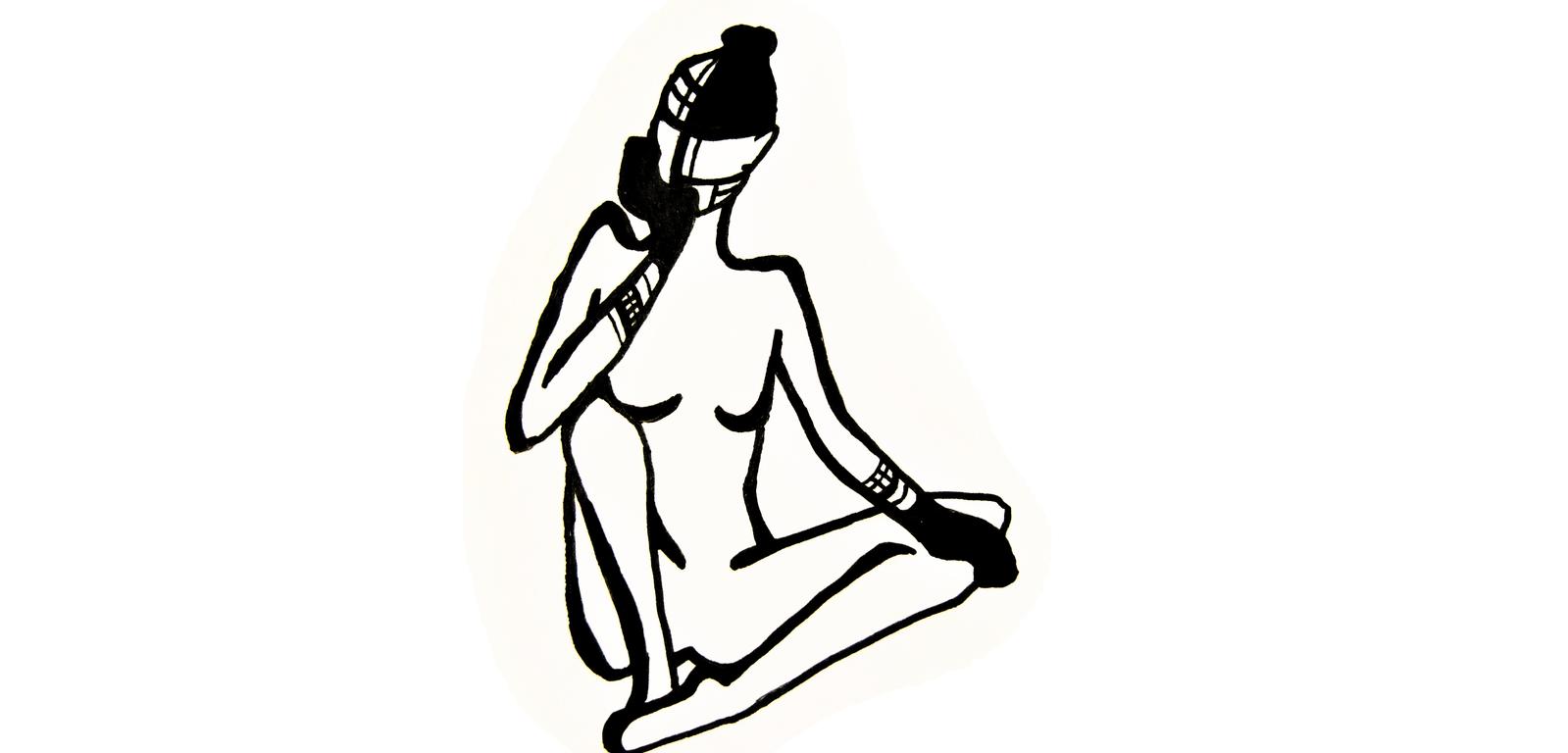 une femme maquillée style ethnique est assise en tailleur la tête dans sa main droite. Dessin noir et blanc de Ronja Mueho.